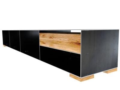 Sideboard Metall modern und minimalistisch in Rohstahloptik und Massivholz Metallsideboard